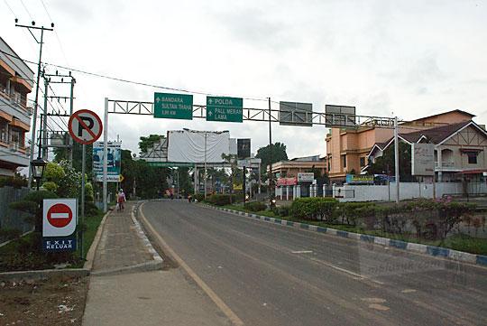 jalan kota jambi di pagi hari