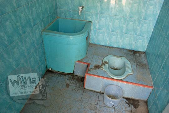 wc toilet masjid tua ar-rahmat di koto kampar hulu riau