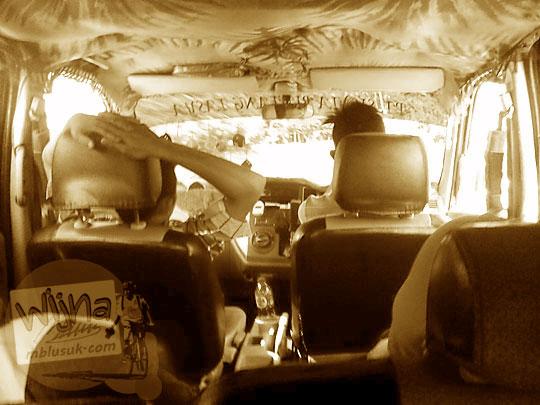 suasana di dalam mobil travel dari muara takus ke pekanbaru lewat bangkinang