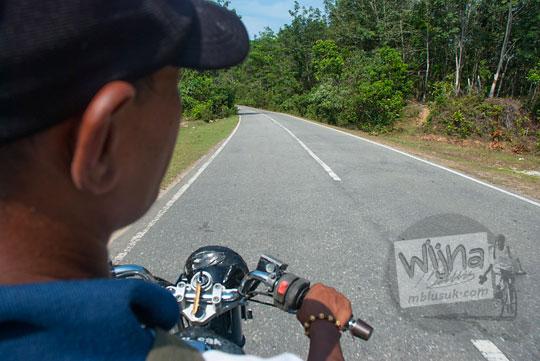 cerita naik sepeda motor dari kota pekanbaru melewati jalan raya ke pelosok riau pada zaman dulu April 2016