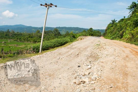 foto ruas jalan rusak yang longsor di desa tanjung kabupaten kampar riau pada zaman dulu April 2016