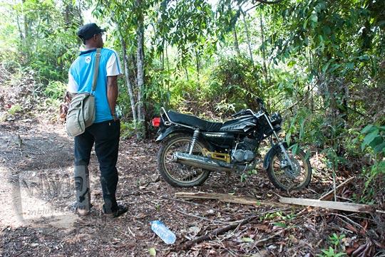 foto parkir sepeda motor air terjun panisan di desa tanjung kecamatan koto kampar hulu riau pada zaman dulu April 2016