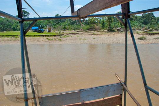 foto pemandangan sungai kampar kanan naik gondola