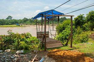 Naik Gondola Menyeberangi Sungai Kampar Kanan