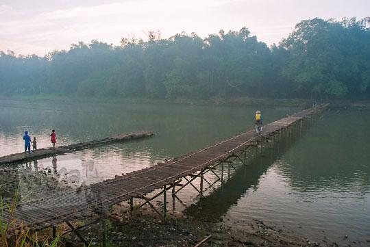 suasana pagi di jembatan bambu mangir pajangan lendah