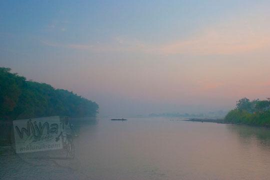 suasana pagi syahdu di bantaran sungai progo