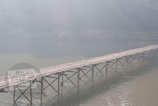 pemandangan jembatan bambu sesek mangir pajangan yang terkenal