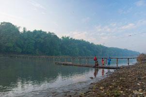 Berburu Foto Pagi di Jembatan Bambu Mangir