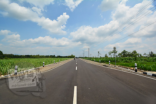 wujud jalan baru menuju lapangan udara gading di gunungkidul