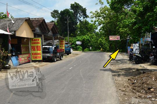 jalan di desa karangtengah wonosari dekat warung sate kambing pak yadi yang terkenal
