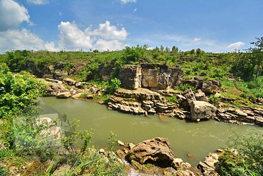 pemandangan lembah sungai oya dilihat dari desa karangtengah wonosari gunungkidul