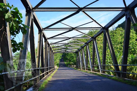 jembatan besi banyusoco