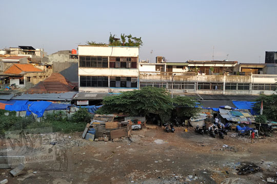 pemandangan bekas pasar blok a dari halte mrt