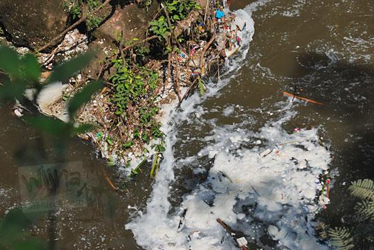 sungai ci guling kotor sampah maribaya