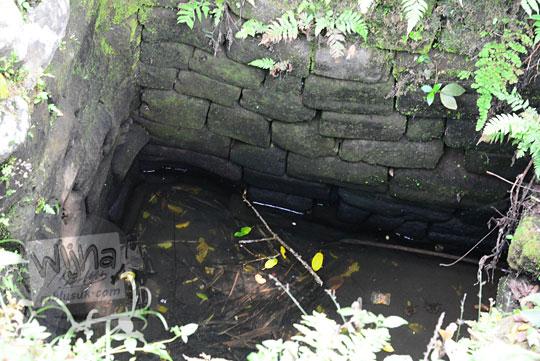 penampakan dasar sumur tua di desa sumur kulon musuk boyolali