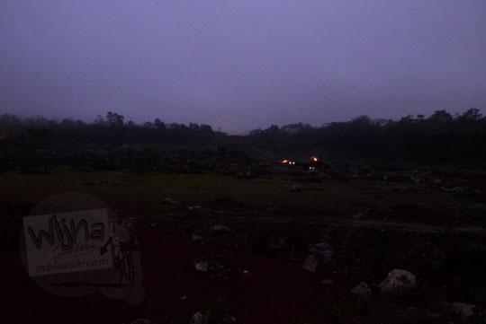 suasana area tambang pasir gunung merapi magelang pada pagi buta