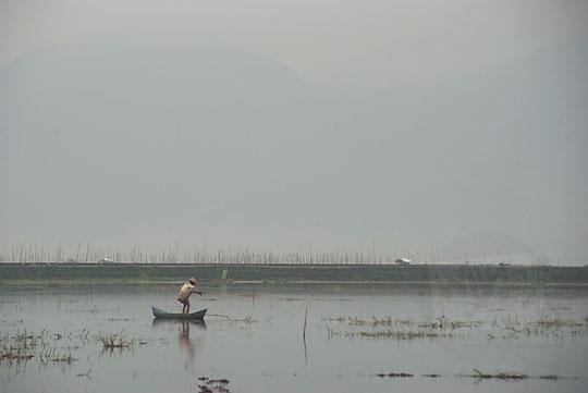 perahu penjala ikan rawa pening ambarawa