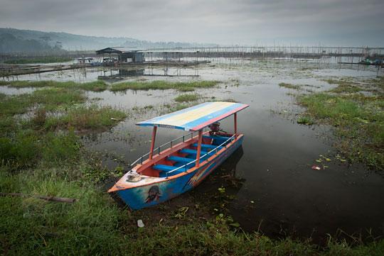 perahu wisata rawa pening semarang