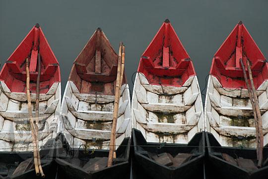 deretan perahu merah putih rawa pening semarang
