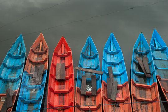 deretan perahu merah biru rawa pening semarang