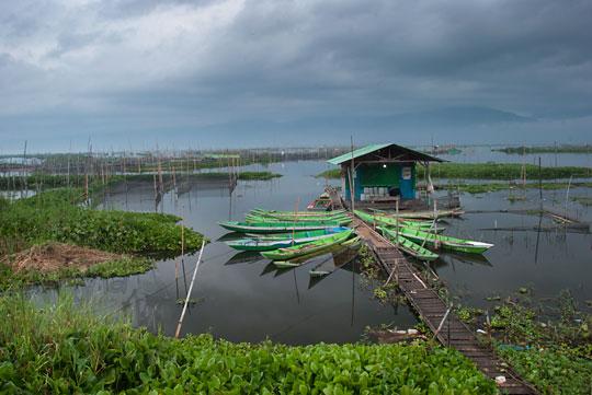 perahu hijau rumah apung rawa pening semarang