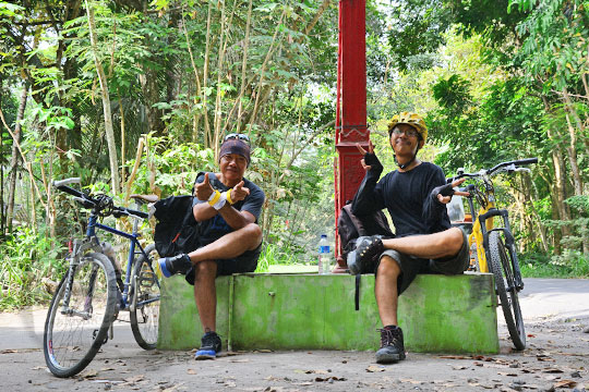 cerita dua orang bloger yang bersepeda jauh bareng dari jogja ke boyolali untuk mengunjungi candi sari dan candi lawang