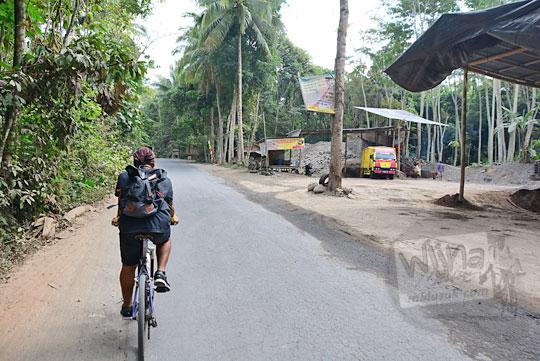 depo pasir di sepanjang jalan desa kemalang klaten