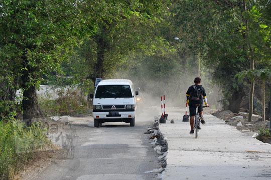 proyek betonisasi jalan di samping pabrik gula gondang baru arah ke deles klaten pada tahun 2017