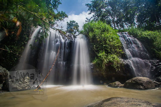 keindahan air terjun kembar desa diwak