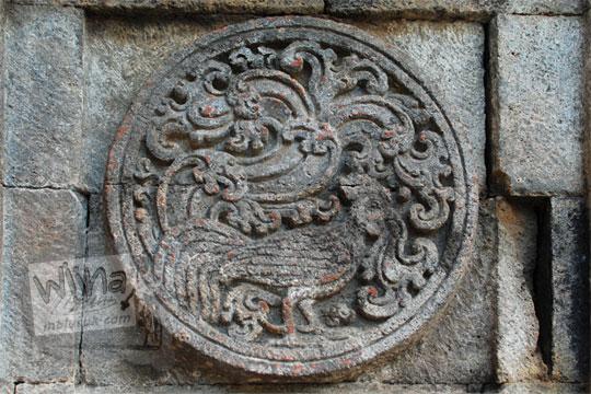 medalion relief ayam candi penataran