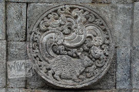 medalion relief bajing candi penataran