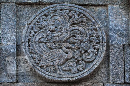 medalion relief bangau candi penataran