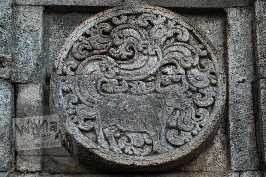 medalion relief banteng candi penataran