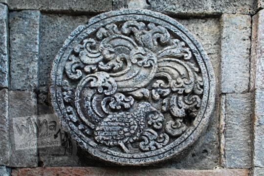 medalion relief burung puyuh candi penataran