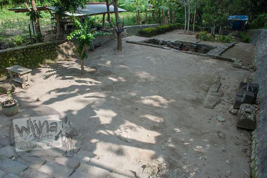 halaman kolam petirtaan candi penataran