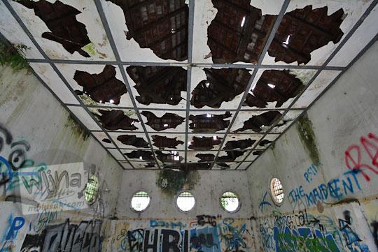 plafon stasiun kedundang pecah