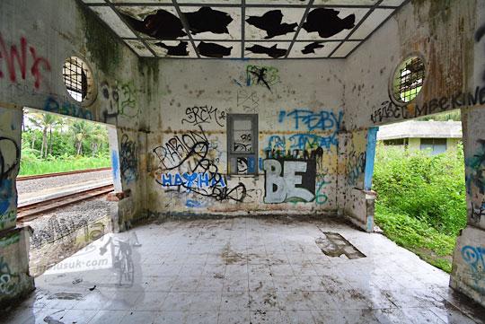 ruangan tunggu penumpang stasiun kedundang