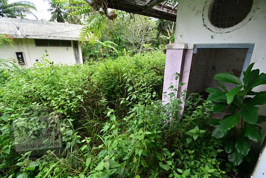 pintu toilet stasiun kedundang
