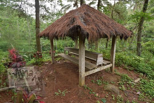 gubuk kayu girimulyo kulon progo
