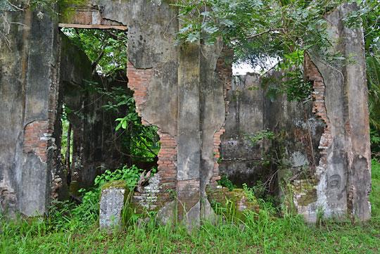 lubang pintu jendela rumah tua belanda seberang stasiun kedundang