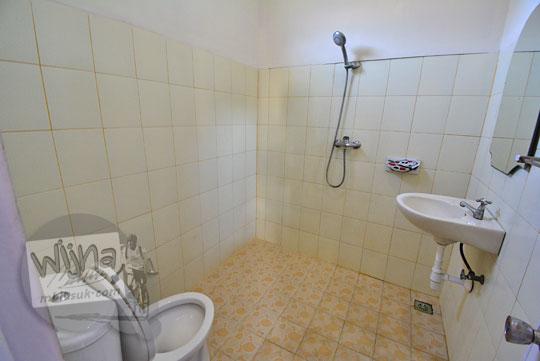 kamar mandi banyu urip homestay kuta lombok