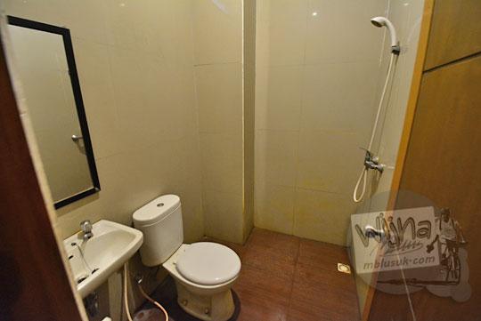 kamar mandi toilet hotel palapa mataram