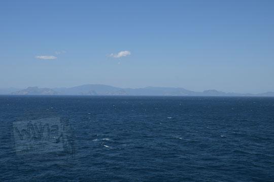 pulau sumbawa terlihat dari tanjung ringgit
