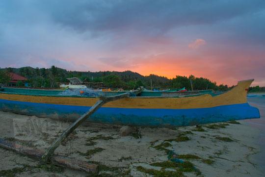 matahari terbit di pantai kuta lombok