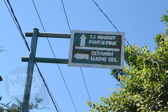 papan petunjuk arah ke pantai pink lombok timur