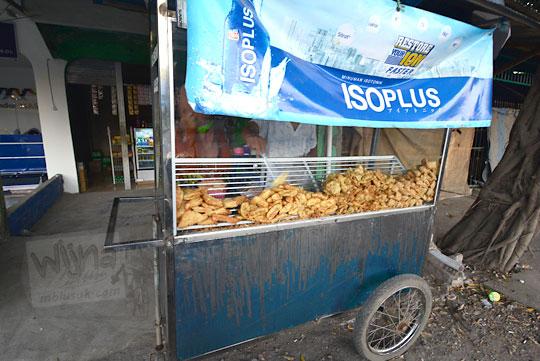 gorengan enak pasar sengkol lombok