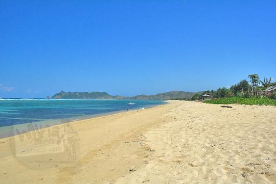 hamparan pasir putih di pantai nambung
