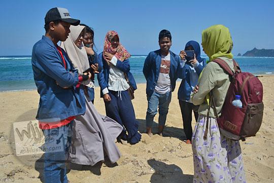 wawancara wisatawan oleh mahasiswa unram