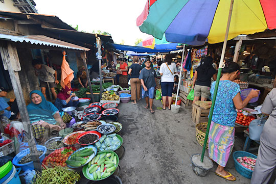 suasana di dalam pasar karang jasi mataram