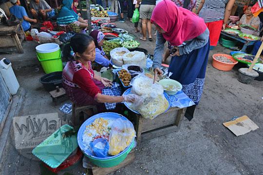 penjual jajanan pasar karang jasi mataram